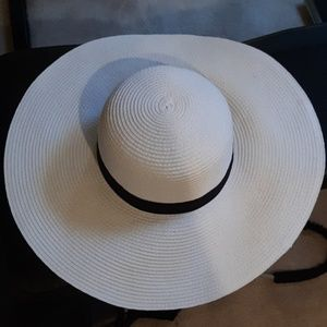 White and black floppy hat NWOT